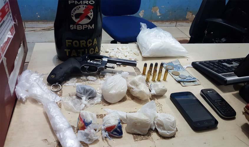Polícia fecha boca de fumo e prende suspeitos com drogas e arma