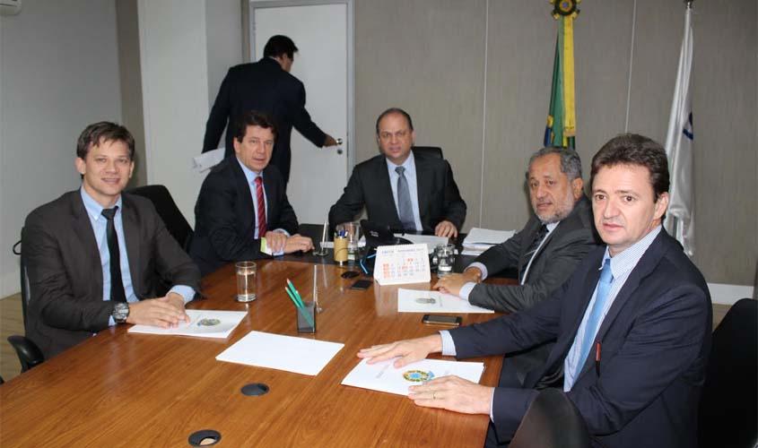 Cassol consegue a liberação de curso de medicina para três municípios de Rondônia