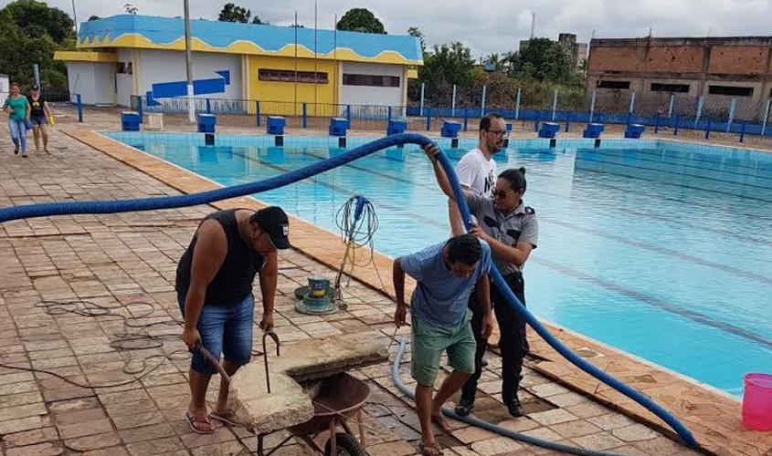 """Prefeitura reabre piscina e anuncia licitação para término da obra do Complexo Esportivo """"Padrão"""""""