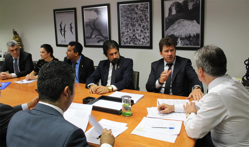 Cassol e bancada de Rondônia se reúnem para discutir transposição de servidores
