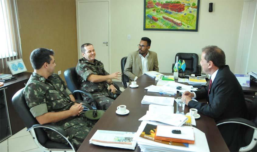 Prefeito recebe novo comandante do 5º BEC