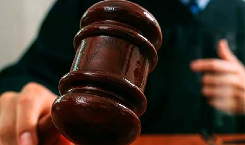 Debates no julgamento do acusado de esquartejar professor no 1º Tribunal do Júri de Porto Velho