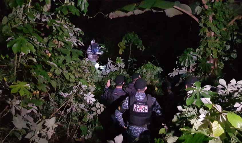 Mulher é salva pela PM depois de  passar várias horas amarrada dentro de área alagada