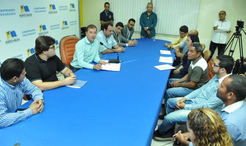 Prefeito anuncia início do projeto para asfaltar avenida Calama