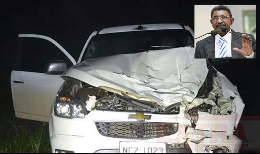 Indo de Vilhena para Pimenta Bueno, carro de deputado fica destruído após atingir bezerro na BR 364