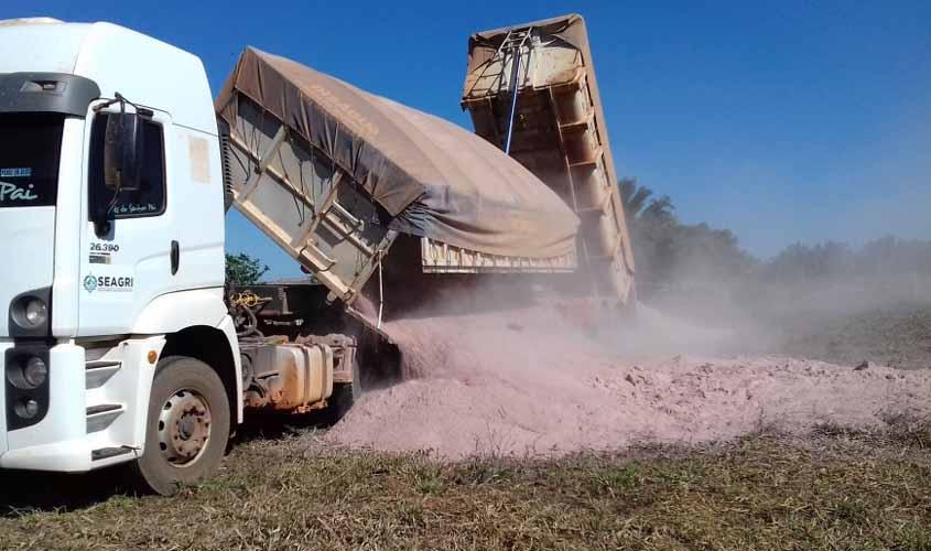 Oito municípios produtores de leite receberão calcário para correção de solos em pastagens