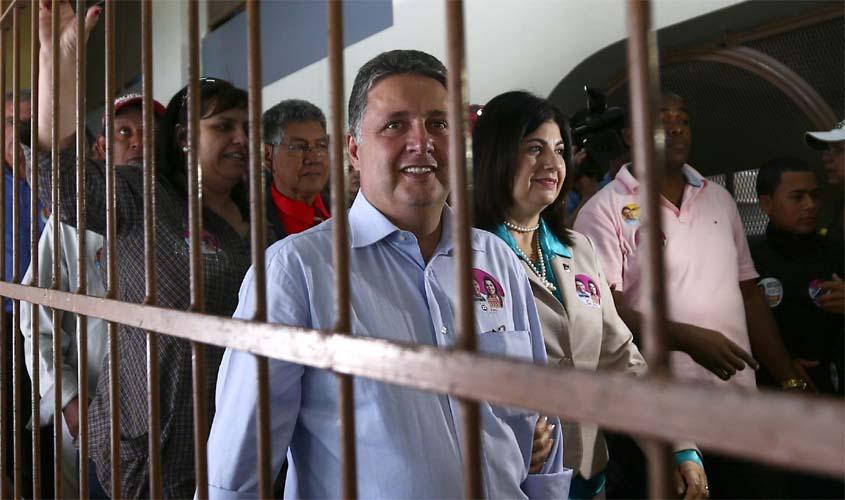Ex-governador Anthony Garotinho deixa a prisão em Bangu